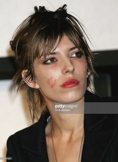 french-actress-lou-doillon-on-stage-with-makeup-on-her-face-after-picture-id72581227 (743×1024)