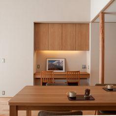 庭屋一如の通り土間の家「金衛町の家」 | オーガニックスタジオ新潟 Study Areas, Forest House, Floating Nightstand, Divider, House Design, Studio, Kitchen, Table, Room
