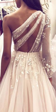 36 Totally Unique Fashion Forward Wedding Dresses In this article we collected unique wedding gowns. We submit fashion forward wedding dresses a variety of fabrics, diffrent styles. Choose one for youself! Unique Wedding Gowns, Wedding Dress Styles, Dream Wedding Dresses, Bridal Dresses, Prom Dresses, Wedding Bride, Boho Wedding, Tulle Wedding, Unique Weddings