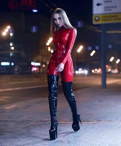 Repost from - Another winter day another winter latex outfit Legging Latex, Latex Catsuit, Sexy Latex, Fetish Fashion, Latex Fashion, Mode Latex, Latex Lady, Latex Dress, Latex Outfit