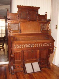 Cool, old fashioned church organ