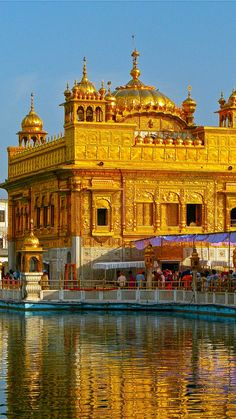 Golden Temple Hd Wallpaper 1366x768 Temple Architecture