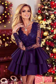 Zjawiskowa sukienka rozkloszowana. Szykowna i elegancka sukienka, która idealnie sprawdzi się jako kreacja na kameralne uroczystości oraz najróżniejsze spotkania. Estetyczna oraz przewiewna koronka zapewnia wysoki komfort noszenia. Rękawy w tym modelu dodają elegancji oraz potęgują wrażenia z noszenia sukienki. Zastosowano w niej również dwie estetyczne falbany u dołu wykonane z pianki. Plecy zabudowane z krytym zamkiem z tyłu., 229,00 zł, zamówienia składamy w sklepie na stronie madleen.pl.
