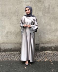 ✔ Dress With Sleeves Classy Gowns Hijab Gown, Hijab Dress Party, Hijab Outfit, Muslim Fashion, Hijab Fashion, Fashion Dresses, Hijab Turban Style, Classy Gowns, Classy Dress