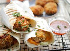 Wraps met krokante garnalen | Kookmutsjes Pita Wrap, Ramadan Recipes, Pitta, Wrap Sandwiches, Wraps, Cheddar, Main Dishes, Bbq, Good Food