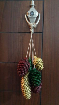 Tannenzapfen - new site Pine Cone Art, Pine Cone Crafts, Pine Cones, Holiday Crafts, Christmas Crafts, Christmas Ornaments, Holiday Decor, Pine Cone Decorations, Christmas Decorations
