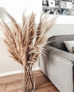 just a few stalks in a vase make a simple, stunning centerpiece that's a nice alternative to traditional cut flowers. Home Living Room, Living Room Designs, Home Decor Inspiration, Decor Ideas, Future House, Home Remodeling, Home Renovation, Modern Design, Modern Decor