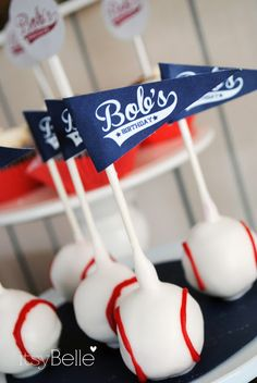 baseball cake pops with mini pennants. Via Itsy Belle: {Real Parties} Vintage Baseball Birthday Party Vintage Baseball Party, Baseball Birthday Party, Sports Birthday, Sports Party, Boy Birthday, Birthday Parties, Theme Parties, Birthday Ideas, Birthday Cake