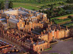 En Angleterre, le château de Hampton Court