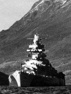 German Battleship Tirpitz in Norway Naval History, Military History, German Submarines, Navy Aircraft, Armada, Navy Ships, Aircraft Carrier, Royal Navy, War Machine