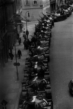Marilyn Silverstone. Street full of Russian tanks, Prague, 1968    http://semioticapocalypse.tumblr.com