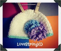 Crochet Flowers Baby Beanie / Photo Props / Girls hat / Etsy Baby / Crochet Bebe / Handmade gift ideas. $22.00, via Etsy.