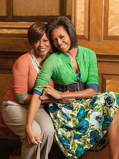 First Lady, Michelle Obama and her dear Mother, Marian Shields Robinson. I see where our First Lady gets her inner strength. Michelle Und Barack Obama, Michelle Obama Fashion, Barack Obama Family, Obamas Family, Michelle Obama Mother, Obama President, Malia Obama, Joe Biden, Durham