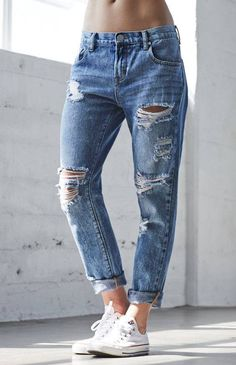 Without the tips would be better! Ripped Boyfriend Jeans Outfit, Ripped  Jeans Style, bc8f5ad24c