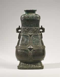 The Zhou Zha Hu: An important ritual bronze wine vessel, Middle Western Zhou Dynasty, - century BC Stone Age Art, Zhou Dynasty, Art Chinois, China Art, Chinese Ceramics, Ancient China, Chinese Antiques, Chinese Culture, Bronze Age