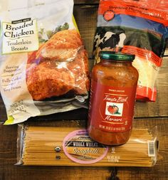 This Trader Joe's Meal Plan for Busy Moms is full of simple meals and food your family will love. Ideas for breakfast, lunch, and dinner. Trader Joes Bread, Trader Joes Food, Trader Joe's, New Recipes, Cooking Recipes, Favorite Recipes, Breaded Chicken, Dinner Is Served, Food Hacks