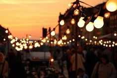 Image via We Heart It #barbecue #bright #city #colourful #colours #dark #dusk #evening #fairy #fairylights #Late #light #lightbulb #lights #night #party #photography #summer #tumblr