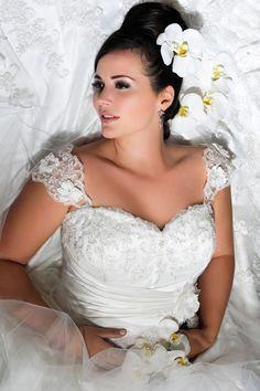 Bridal Allure- Boutique- Studio. Buy & Hire   Wedding Dresses,Bridesmaid Dresses, Prom Gown,Formal Wear,Mother of Bride/Groom Dresses. Wedding Accessories,Bridal Shoes.  http://www.bridalallure.co.za/   tel.+27(0)729808092  info@bridalallure.co.za   Open: Monday - Saturday 9:00-19:00  Sunday& Pub.Hol. 9:00-15:00   Address: Table view Mall     Corner West Coast Rd and               Baauwberg Rd.