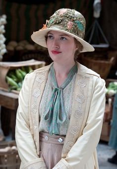 Boardwalk Empire cloche hat millinery - Just because I love this style of hat, and you can never find it anywhere.  All the cloche hats out there are more late 20's, 60's influenced bucket shapes.  This style frames the face so much better.  #mori
