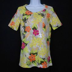 This cotton knit tee, in a vibrant floral print, features a scoop neck and short sleeves!  It coordinates well with beige shorts, capris, pants, or a skirt! #WhiteStagKnitTop www.bevsthisnthatshop.com