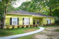 House in Foley, United States. Our 3 bedroom/2 bath cottage, located centrally between Foley and Gulf Shores, is minutes from the beach and Tanger Outlet, and even closer to Bon Secour River and Sports Complex. This very private  and quiet location with a screened-in back porch...