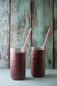 Using Acai frozen fruit puree and pineapple you can have this Acai Pineapple Smoothie ready in minutes! #smoothie #superfood #acaiberries #pineapple #healthy