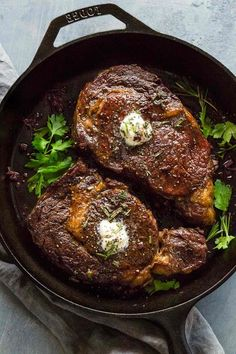 Ribeye Steaks with Red Wine Sauce Ribeye steaks served with a red wine reduction sauce is bound to bring smiling faces to the dinner table. This recipe uses a reverse sear method to ensure juicy, perfectly cooked beef. A simple pan sauce brings the entire Rib Eye Recipes, Meat Recipes, Crockpot Recipes, Cooking Recipes, Healthy Recipes, Cooking Tips, Cooking Steak, Cooking Games, Cooking Videos