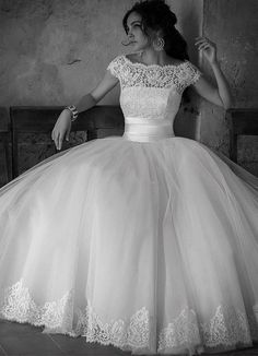Wedding dress Ball Gown LOVE IT!