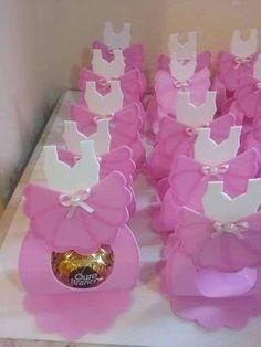 Resultado de imagem para porta bombom do tema Bailarina Ballerina Baby Showers, Baby Ballet, Diy Baby Gifts, Baby Shower Gifts, Foam Crafts, Diy And Crafts, Baby Shower Photo Booth, Candy Boutique, Ballerina Birthday