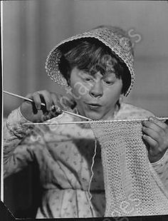 Mickey Rooney Actor dressed as girl & knitting Press Photo
