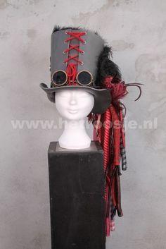 Steampunck hoed van foam