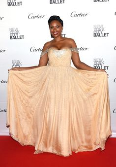 Jennifer Hudson from The Big Picture: Today's Hot Pics  Strike a pose! The crooner looks flawless at the New York City Ballet Fall Gala.