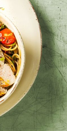 Probieren Sie unser Rezept für Spaghetti mit Hähnchen. Jetzt schnell & einfach nachmachen! Wir wünschen einen guten Appetit!  https://www.rewe.de/rezepte/spaghetti-haehnchen/