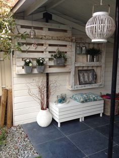 Good idea for a shed! Palette Projects, Diy Pallet Projects, Wood Projects, Pallet Ideas, Decoration Palette, Palette Deco, Passion Deco, Casa Patio, Minimalist Living