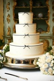 Ivory wedding cake with bow accents