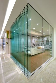 Modern offices: Ideas, Photos, Decoration and Interior Design . Find ideas for Interiors with many of inspiring photos from design professionals. Corporate Interior Design, Interior Design Awards, Corporate Interiors, Retail Interior, Cafe Interior, Office Interiors, Retail Design, Commercial Design, Commercial Interiors