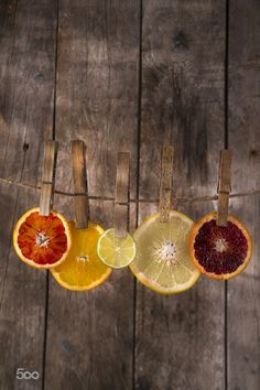 The colors of the citrus fruit Presentation of a series of slices of citrus fruit to highlight the various colors is part of Food art photography - Fruit Photography, Food Photography Styling, Still Life Photography, Creative Photography, Food Styling, Photography Poses, Fruit Presentation, Cinnamon Tea, Fruit Art