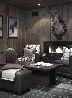 Just here for the stag (faux only!)- Just here for the stag (faux only!) Just here for the stag (faux only! Chalet Interior, Interior Design, Modern Rustic Homes, Log Cabin Living, Cabins And Cottages, Cottage Interiors, Dream Rooms, Log Homes, Rustic Wood Walls