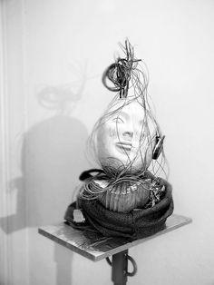 representación de las dos caras de la Humanidad La obra terminada, foto de Gaizka Saracibar