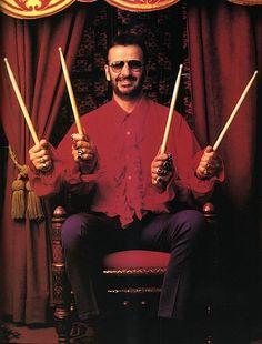 Esse não foi apenas mais um baterista, esse foi o baterista que bastou entrar nos Beatles que os ajudou a conquistar o título de melhor banda da história.