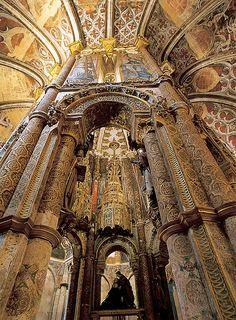 Convento de Cristo, em Tomar. Altar do Calvário da igreja abacial.