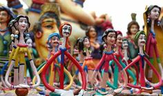 Bengal Paves Way Ahead in Handicrafts   According to data from the Union Ministry of Statistics and Programme Implementation in rural India the largest distribution of handicraft establishments is in the State of Bengal accounting for 17.83% of the total number in India. In urban India too Bengal is high up the order second only to Uttar Pradesh with 14.1% of the total number of handicraft establishments.  Combining rural and urban India West Bengal is the number one in India accounting for…