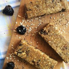 FIBER protein bars: homemade no-bake recipe with dried plums, chia and sesame