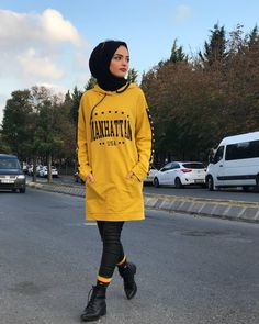 😍 Our wonderful Sweat Model with presentation 😍. Modern Hijab Fashion, Hijab Fashion Inspiration, Muslim Fashion, Modest Fashion, Fashion Outfits, Hijab Style Dress, Casual Hijab Outfit, Hijab Chic, Hijab Jeans