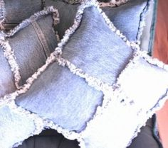 Upcycling: kuddar av jeans. Bloggen Re-creating.se (återbruk)