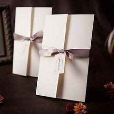 Invitation simple de mariage de conception tri-plié avec le gris du ruban (ensemble de 50) – EUR € 40.83