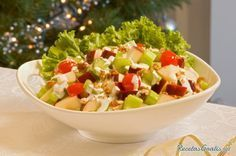 Learn how to make sweet Apple Salad with this delicious and easy recipe. The time for apple harvest depends on the variety or type of apple, but there are different. Salad Bar, Fruit Salad, Cobb Salad, Apple Salad Recipes, Ceviche Recipe, Large Salad Bowl, How To Make Salad, Food Porn, Food And Drink