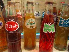 ミリンダ、スカット、ファンタ  ☆懐かしい!学校の売店で売ってました!この中で残っているのはファンタだけ? 後ろの方に写っている他の飲み物も拡大して確かめようとしたけど、元が削除されていてダメでした〜 (>_<)  ☆Japan's nostalgic soft drinks prob. except the long-selling Fanta.
