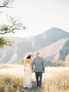 Gorgeous engagement session in the rolling hills of California: http://www.stylemepretty.com/2016/09/23/honey-silk-stephanie-liu-engagement/ Photography: Sally Pinera - http://sallypinera.com/