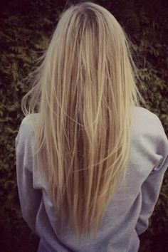 V Stili Düz Saç Kesimi